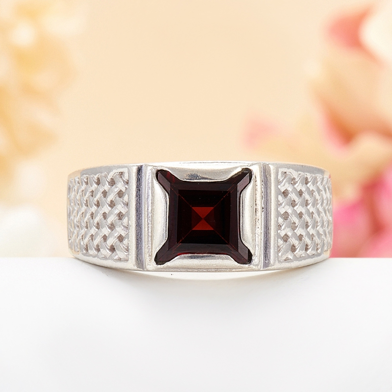 [del] Кольцо гранат альмандин Индия огранка (серебро 925 пр.) размер 17,5
