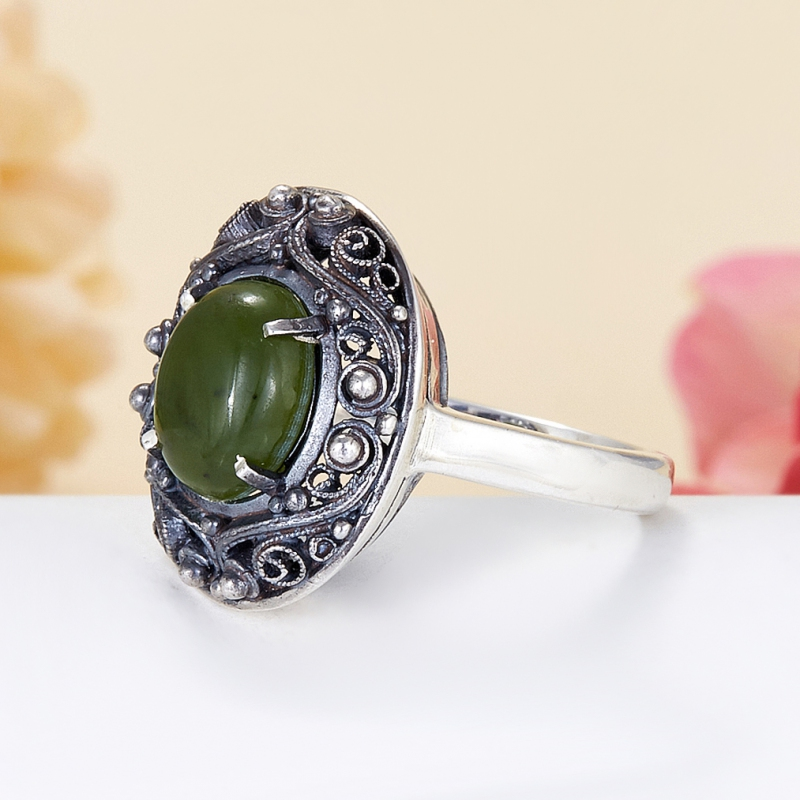 Кольцо нефрит зеленый Россия (серебро 925 пр.) размер 15,5