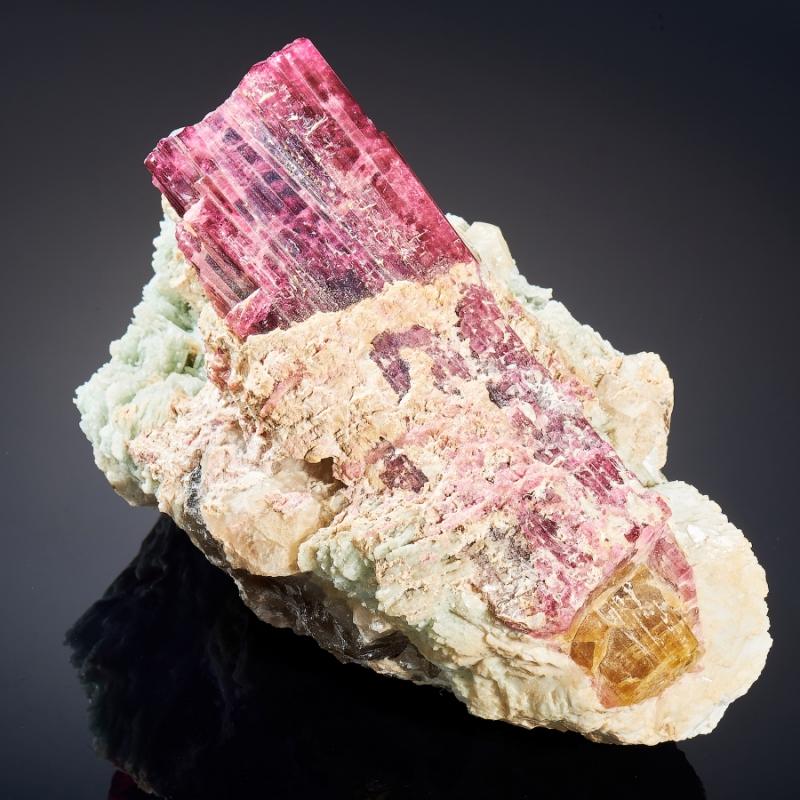 Кристалл в породе турмалин розовый,полихромный, кварц, клевеландит L 8х10х15 см все цены