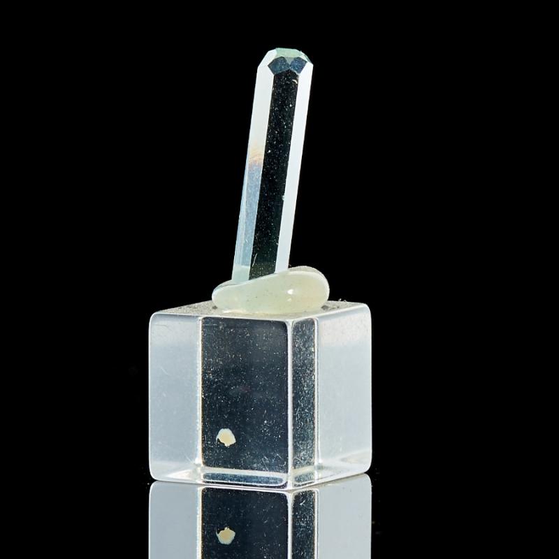 Кристалл аквамарин на подставке XXS кристалл в породе аквамарин 87х78х68 мм