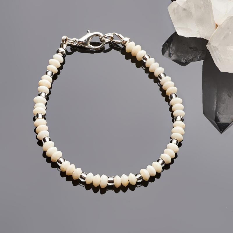 Браслет коралл белый  4 мм 17 cм