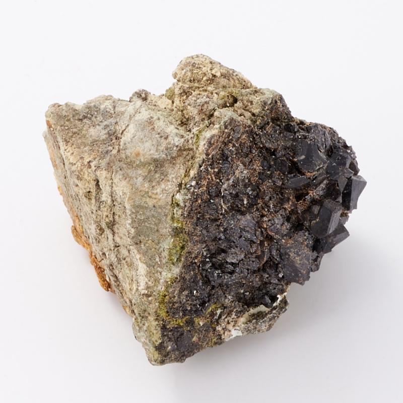 Образец гранат меланит S