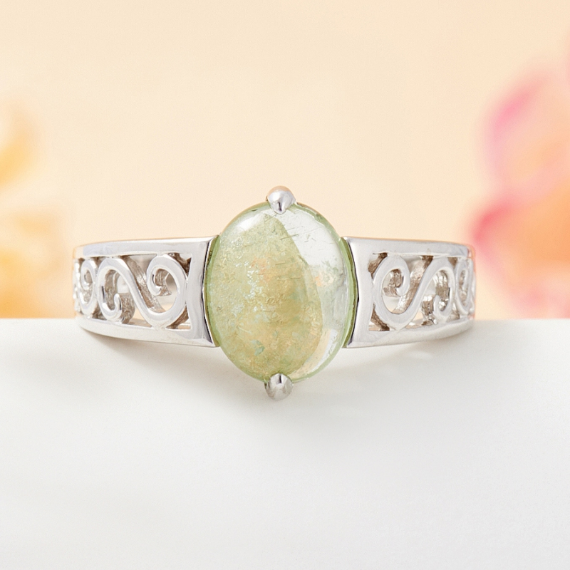 Кольцо турмалин зеленый  (серебро 925 пр.) размер 18
