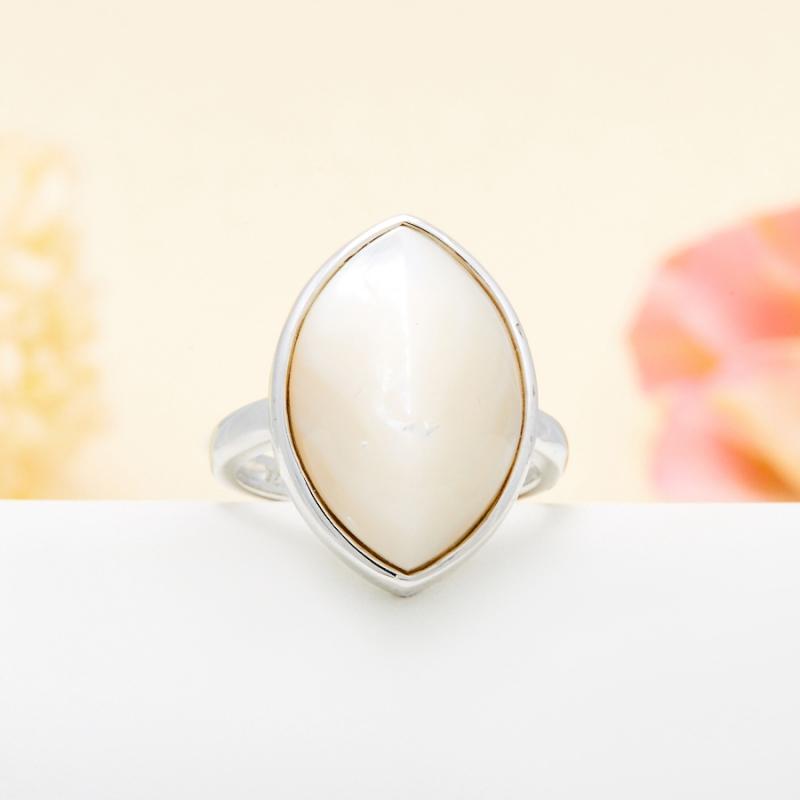 Кольцо перламутр белый  (серебро 925 пр.) размер 17,5