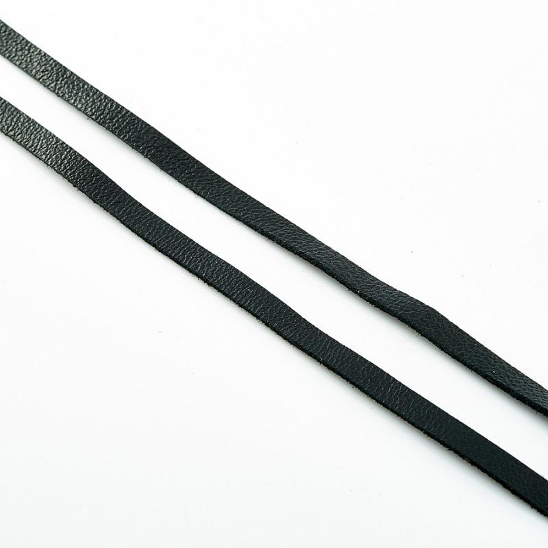 Шнурок черный 110 см (натуральная кожа)