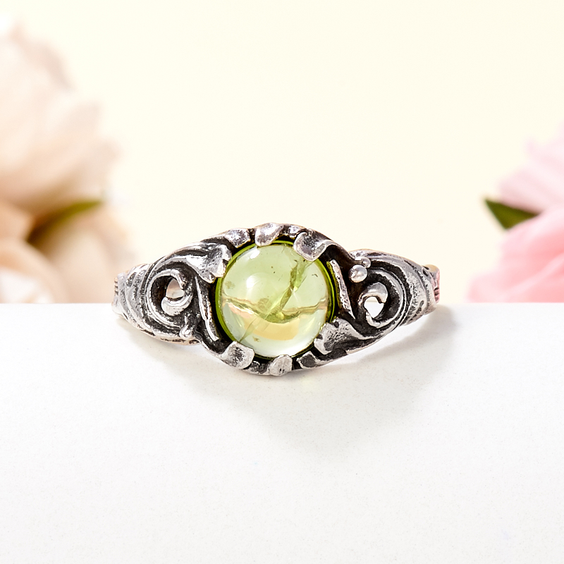 Кольцо хризолит  (серебро 925 пр.) размер 17,5