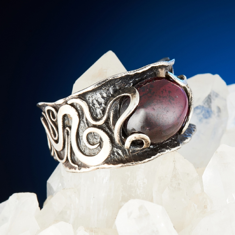 [del] Кольцо гранат альмандин Индия (серебро 925 пр.) размер 14,5