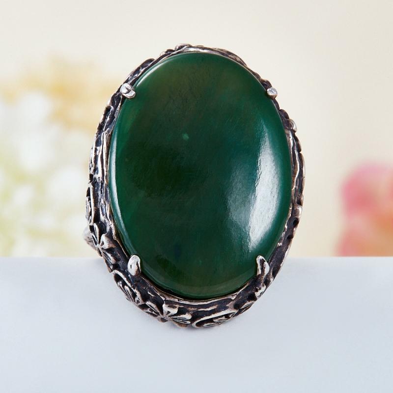 Кольцо нефрит зеленый  (серебро 925 пр.) размер 23,5