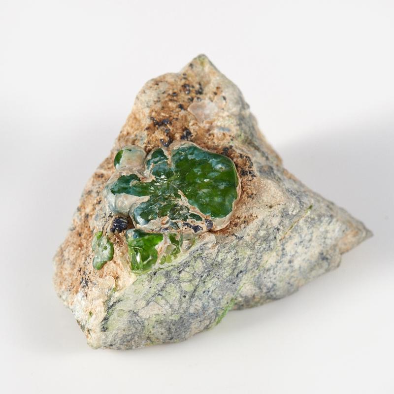 Кристалл в породе гранат демантоид  XXS кристалл в породе турмалин xxs 30х22 мм