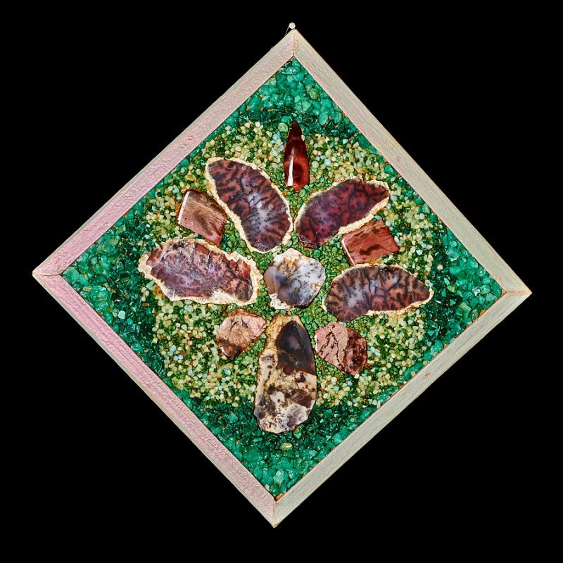 Картина из натуральных камней Цветок из лепестков 29х29 см