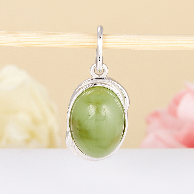 Кулон нефрит зеленый  (серебро 925 пр.)