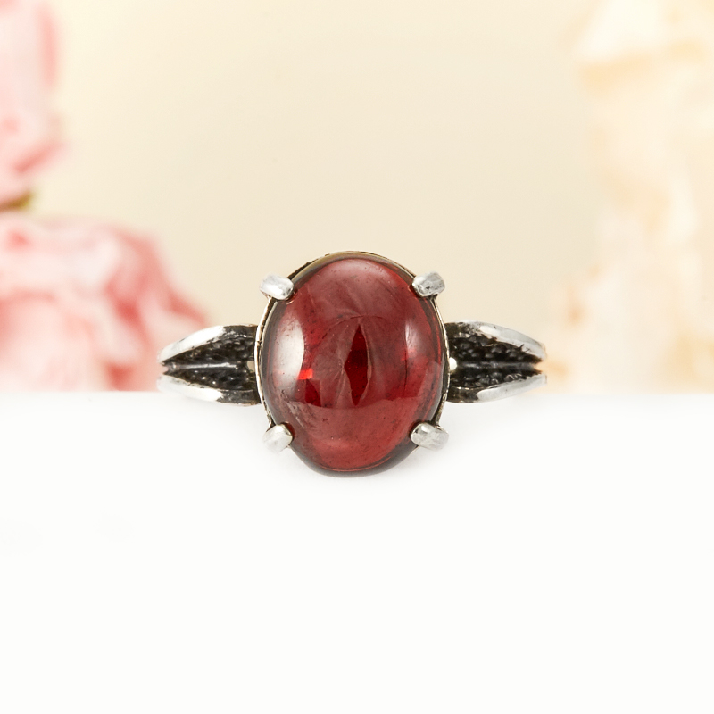 Кольцо гранат альмандин  (серебро 925 пр.) размер 17