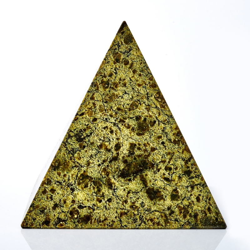 Пирамида змеевик  9 см
