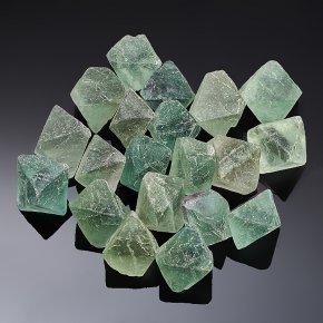 Кристалл флюорит зеленый (1-1,5 см) 1 шт