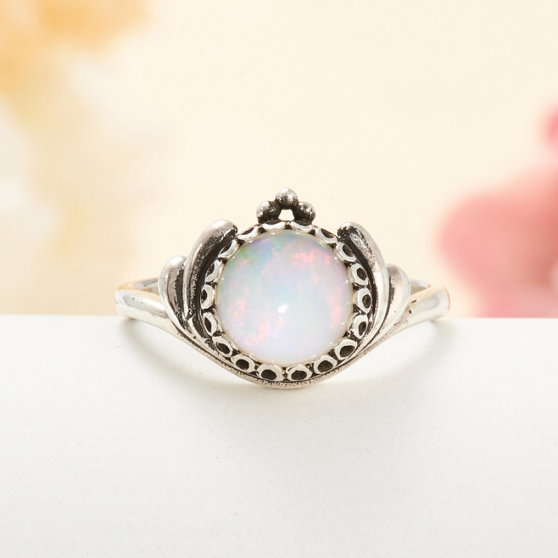 Кольцо опал благородный белый  (серебро 925 пр.) размер 16,5