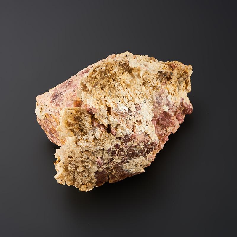 Кристалл в породе шпинель  M