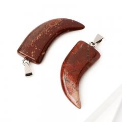 Кулон яшма красная ЮАР (биж. сплав) клык 5 см