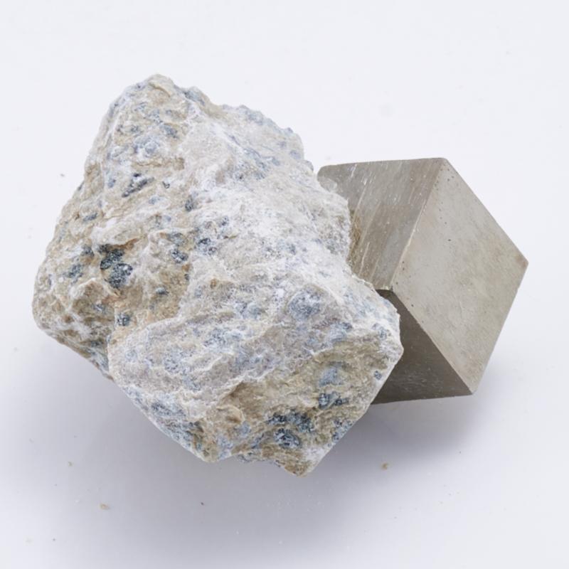Кристалл в породе пирит  XS