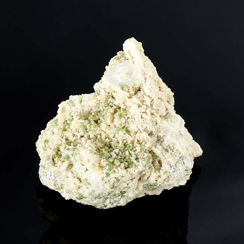 Кристалл в породе гранат гроссуляр, кальцит  XS