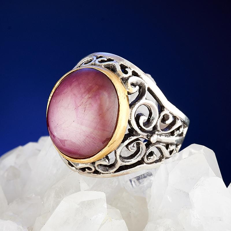 Кольцо звездчатый корунд рубиновый  (серебро 925 пр., позолота) размер 18,5