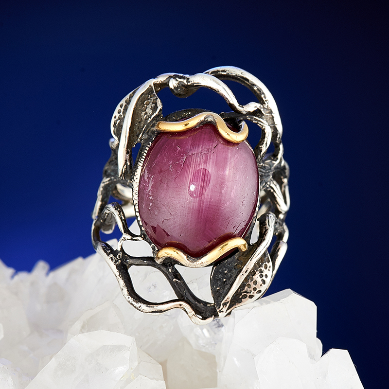 Кольцо звездчатый корунд рубиновый  (серебро 925 пр., позолота) размер 18