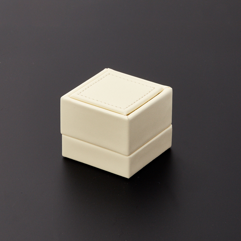 Подарочная упаковка под кольцо 55х55х45 мм