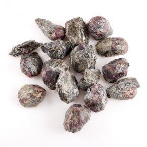 Кристалл в породе гранат альмандин Индия (1,5-2 см) 1 шт