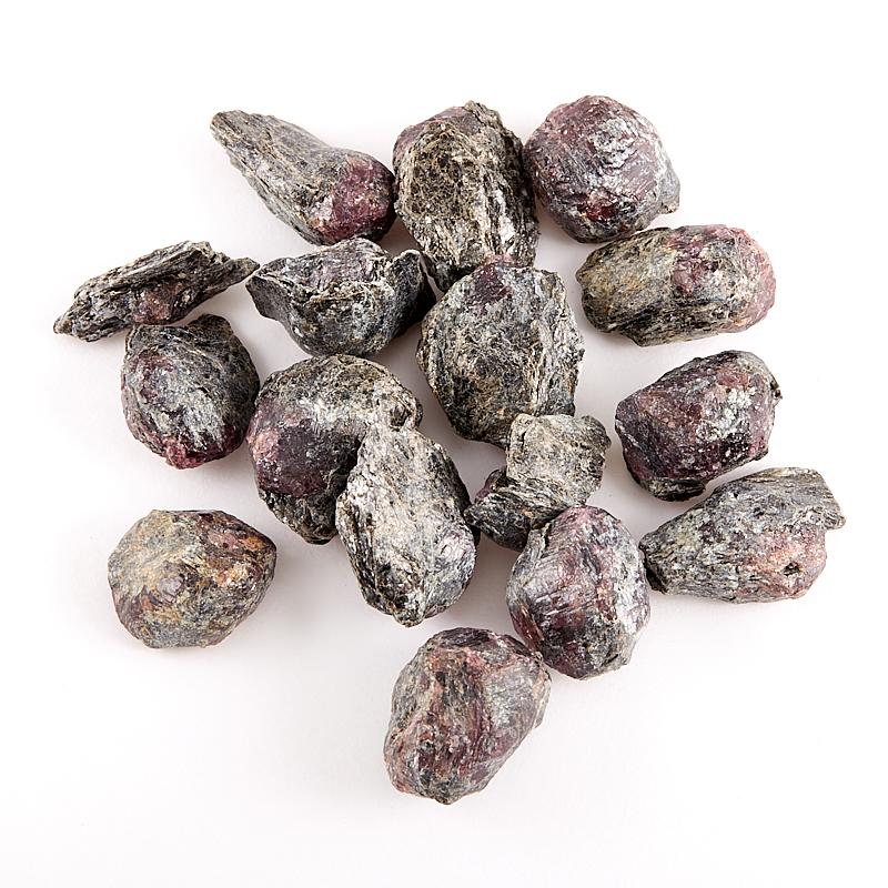 Кристалл в породе гранат альмандин  (1,5-2 см) 1 шт