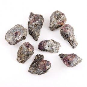 Кристалл в породе гранат альмандин Индия (2-2,5 см) 1 шт