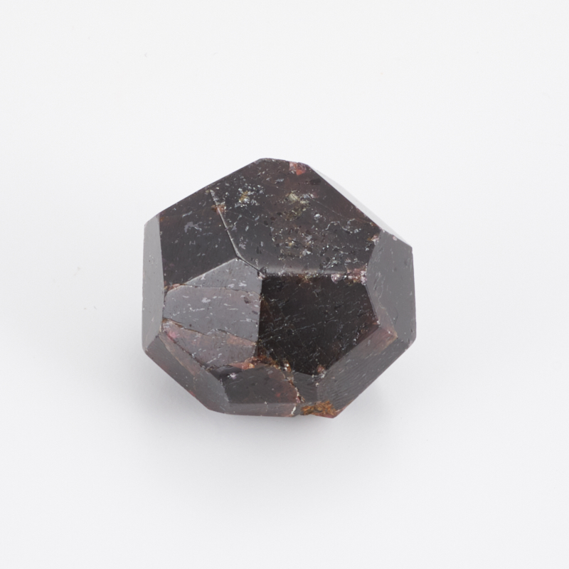 Кристалл гранат альмандин  XXS кристалл турмалин 26х20х17 мм xxs