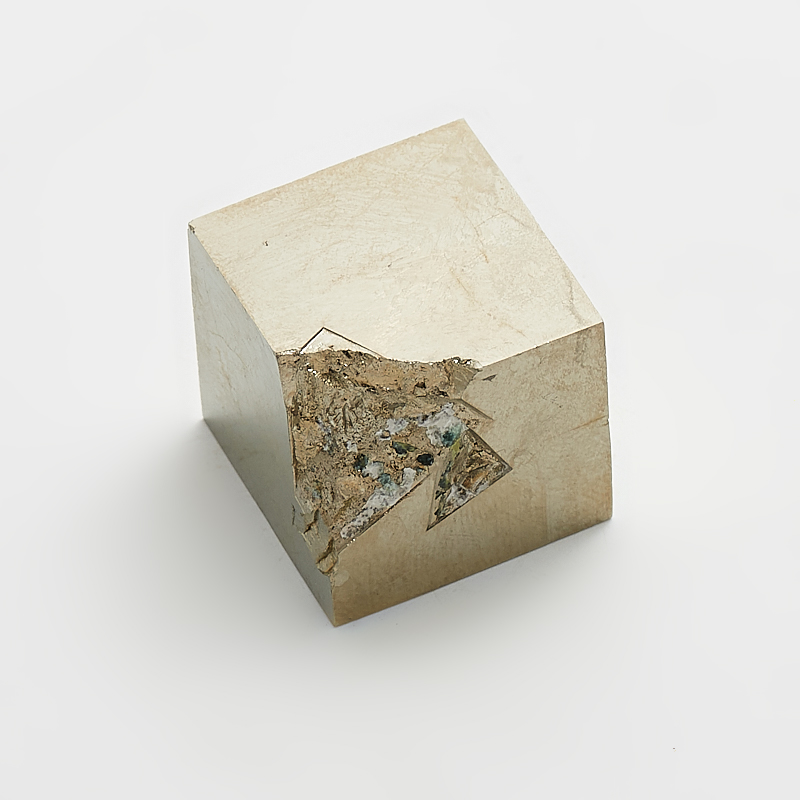 Кристалл пирит  XXS кристалл турмалин 26х20х17 мм xxs