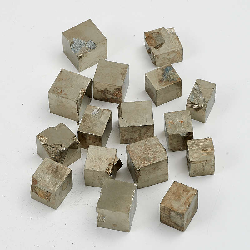 Кристалл пирит  (1-1,5 см) 1 шт