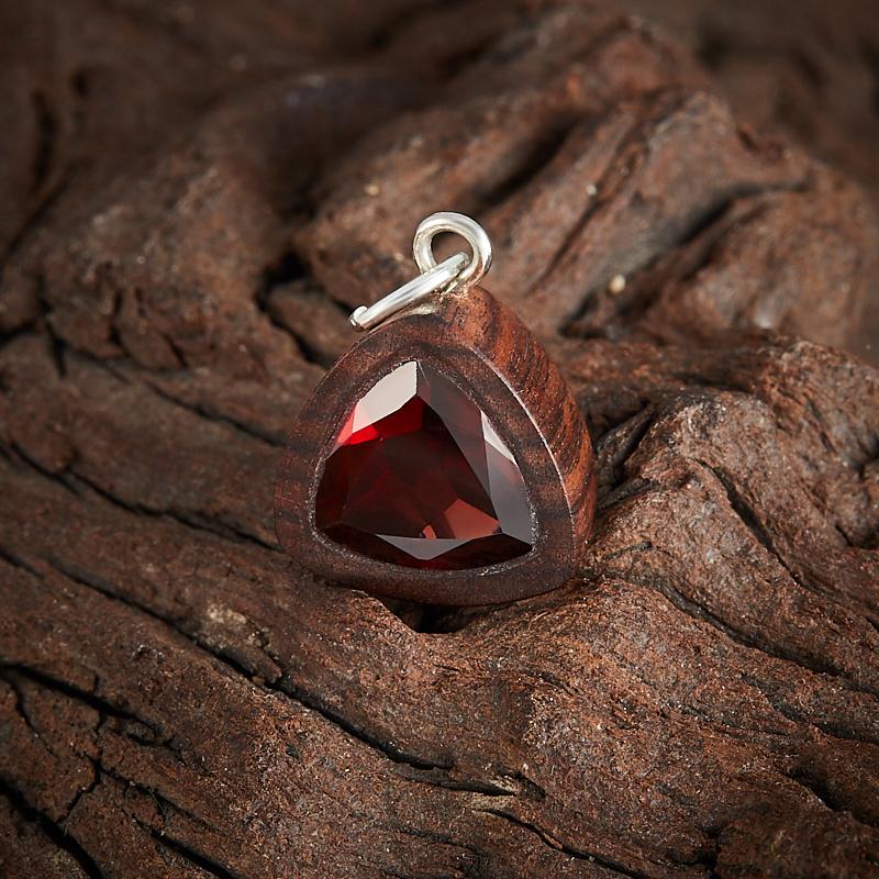 Кулон гранат альмандин Индия треугольник огранка (дерево)