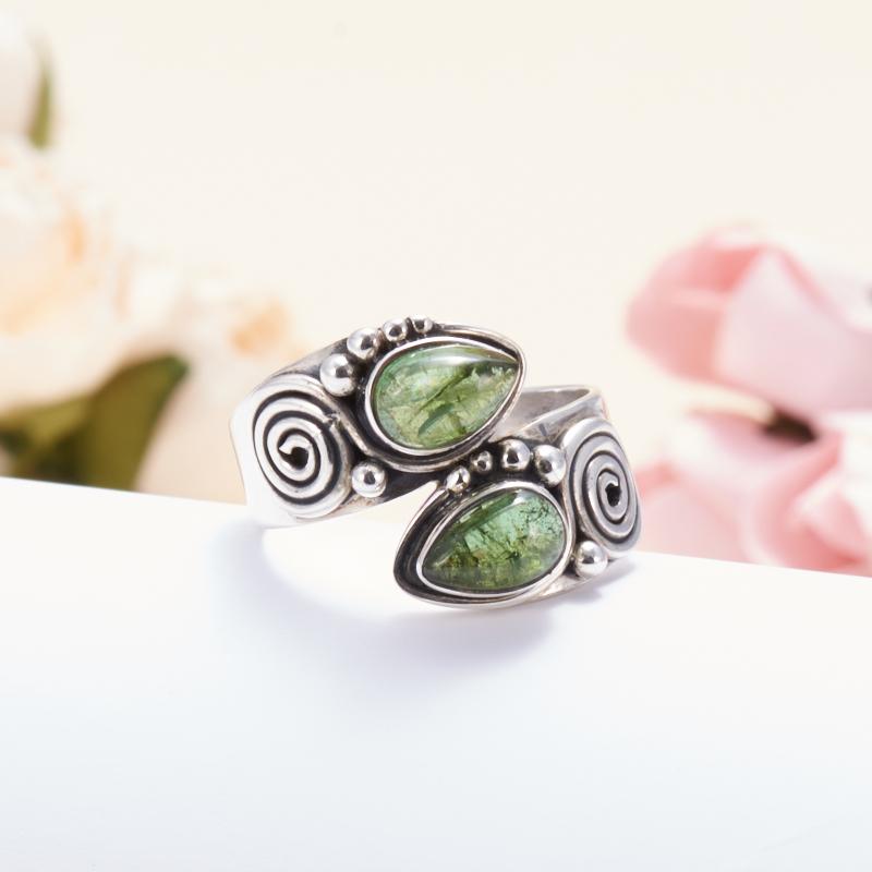 Кольцо турмалин зеленый (верделит)  (серебро 925 пр.) размер 18 кабошон турмалин зеленый верделит 9 11 мм