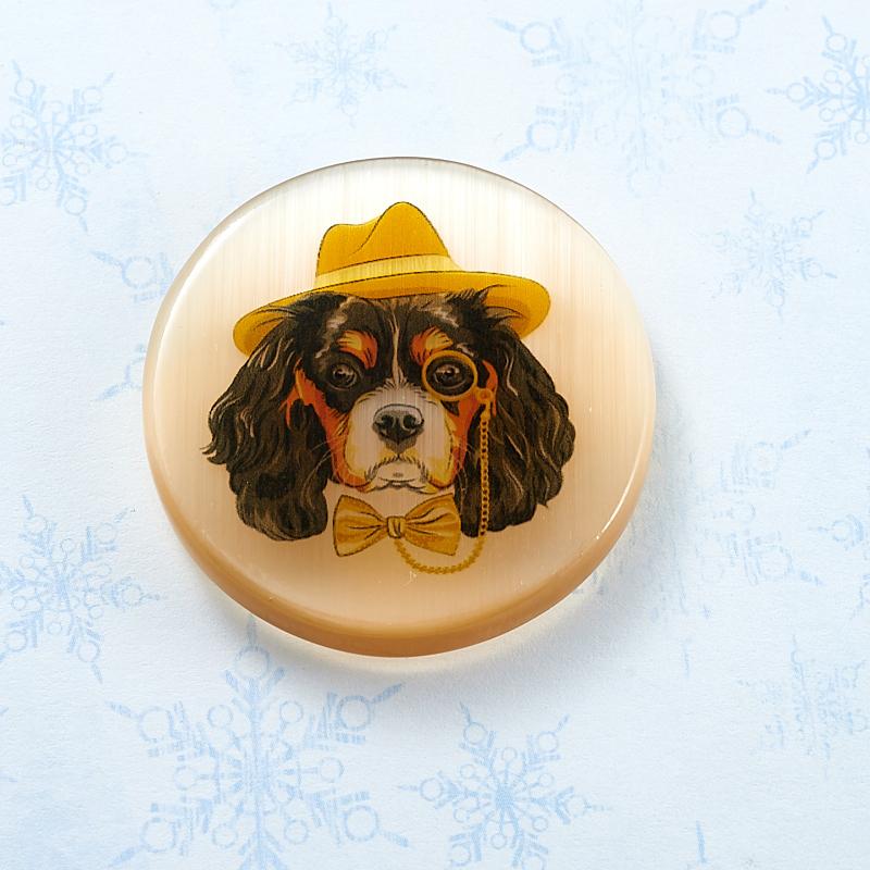 Магнит Собака круг селенит  4 см