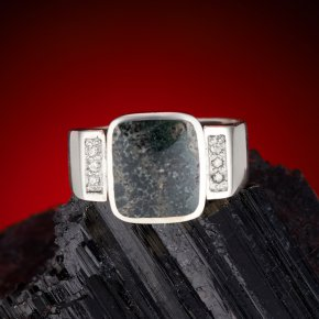 Кольцо тингуаит Россия (серебро 925 пр.) размер 19,5