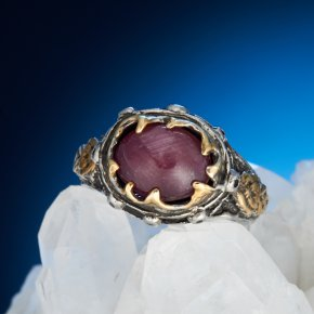 Кольцо корунд рубиновый звездчатый Мозамбик (серебро 925 пр., позолота) размер 18