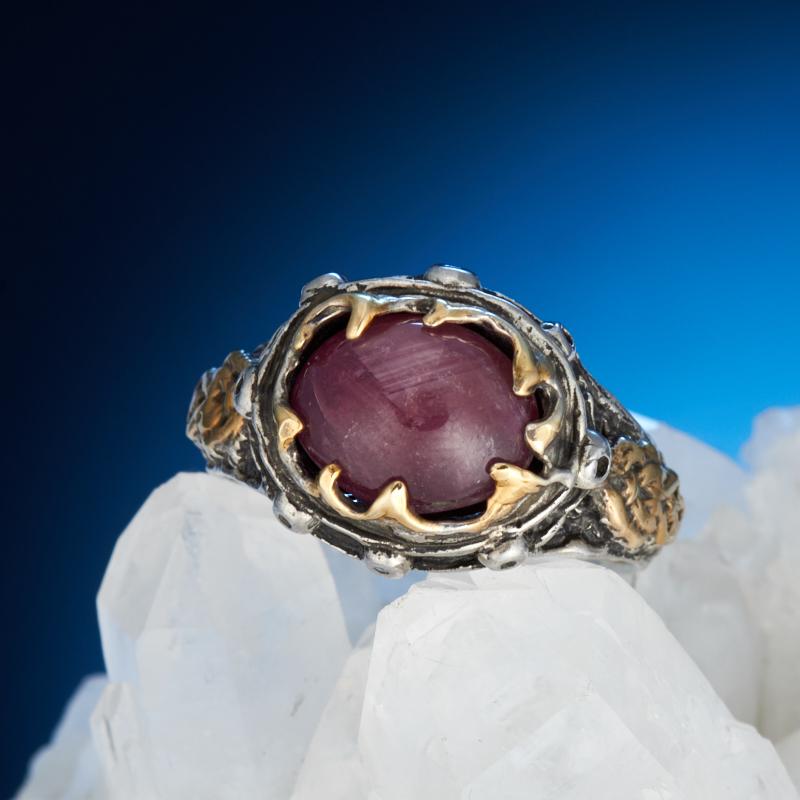 Кольцо корунд рубиновый звездчатый (серебро 925 пр., позолота) размер 18