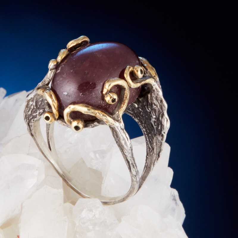 Кольцо корунд рубиновый  (серебро 925 пр., позолота) размер 18,5