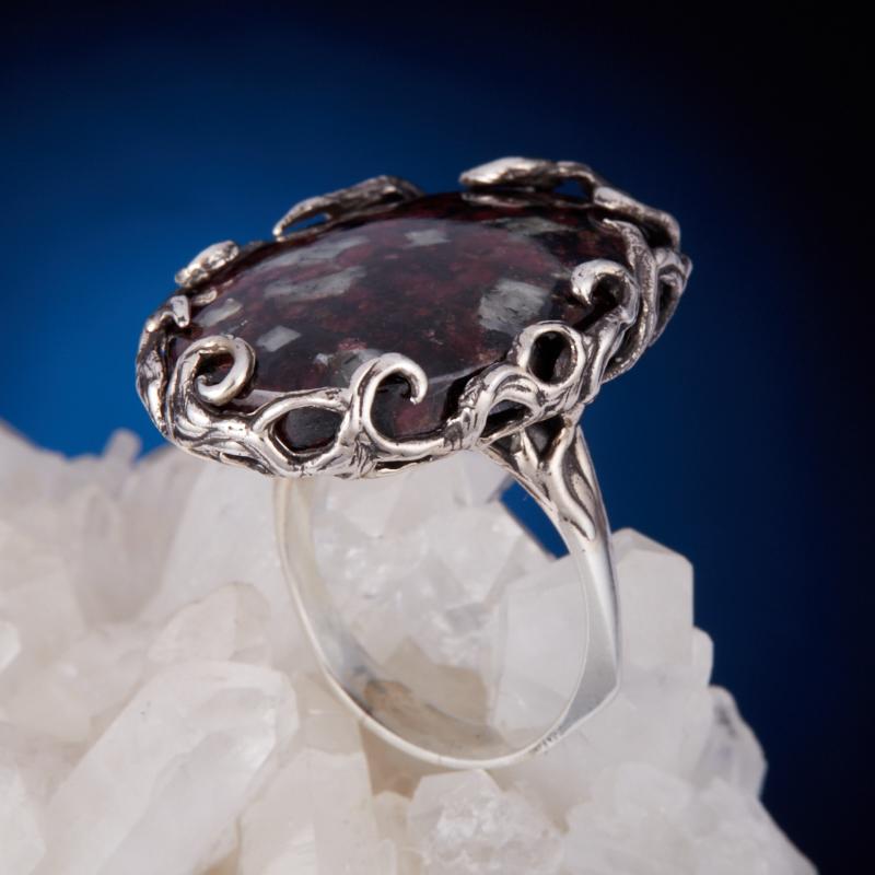 Кольцо эвдиалит  (серебро 925 пр.) размер 18