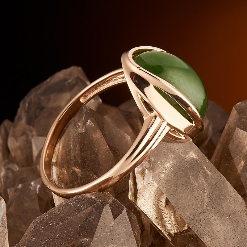 Кольцо нефрит зеленый Россия (золото 585 пр.) размер 21