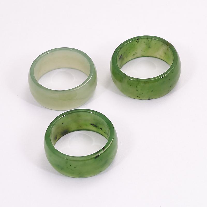 Кольцо нефрит зеленый (цельное) размер 17