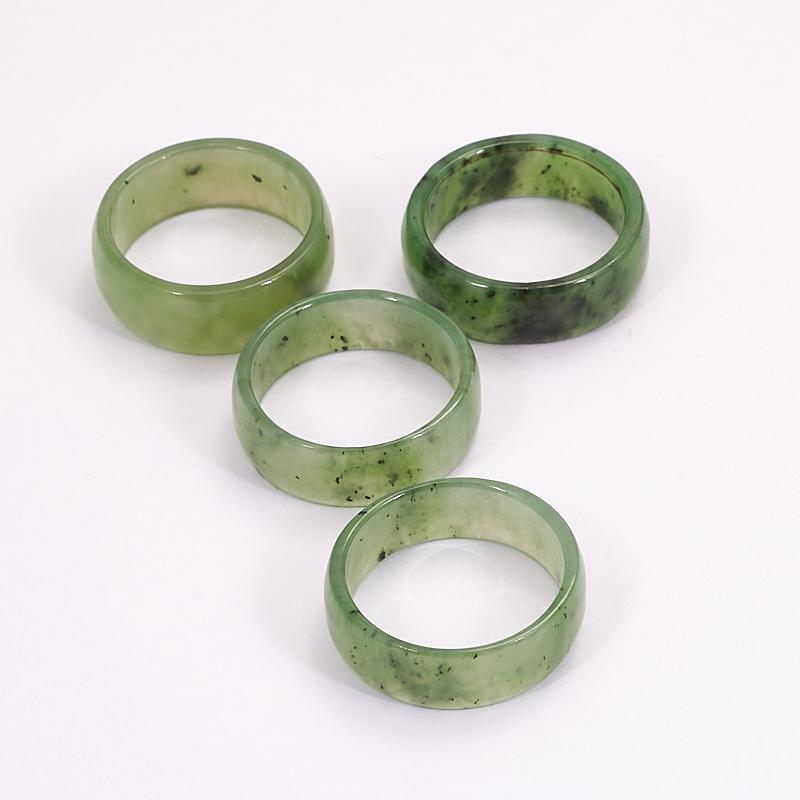 Кольцо нефрит зеленый (цельное) размер 19