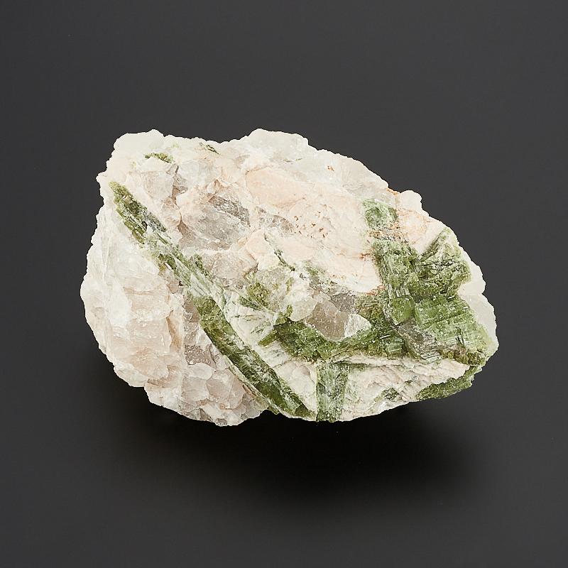 Кристалл в породе турмалин зеленый (верделит)  M