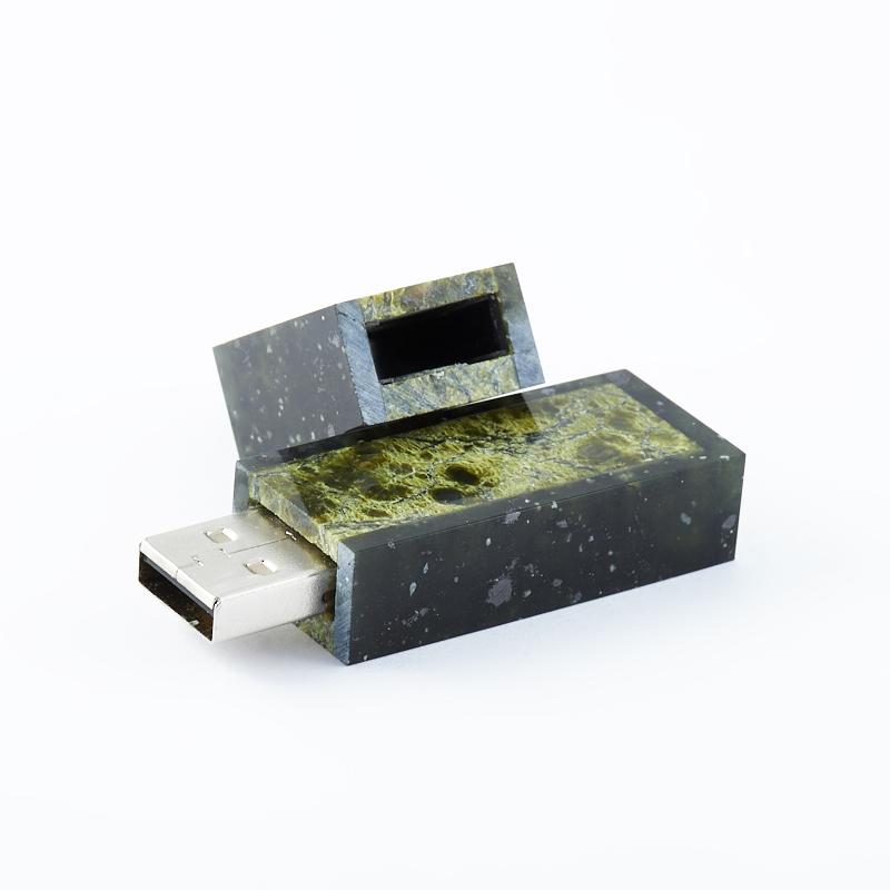 USB-флеш-накопитель долерит, змеевик Россия 8 Гб 6 см