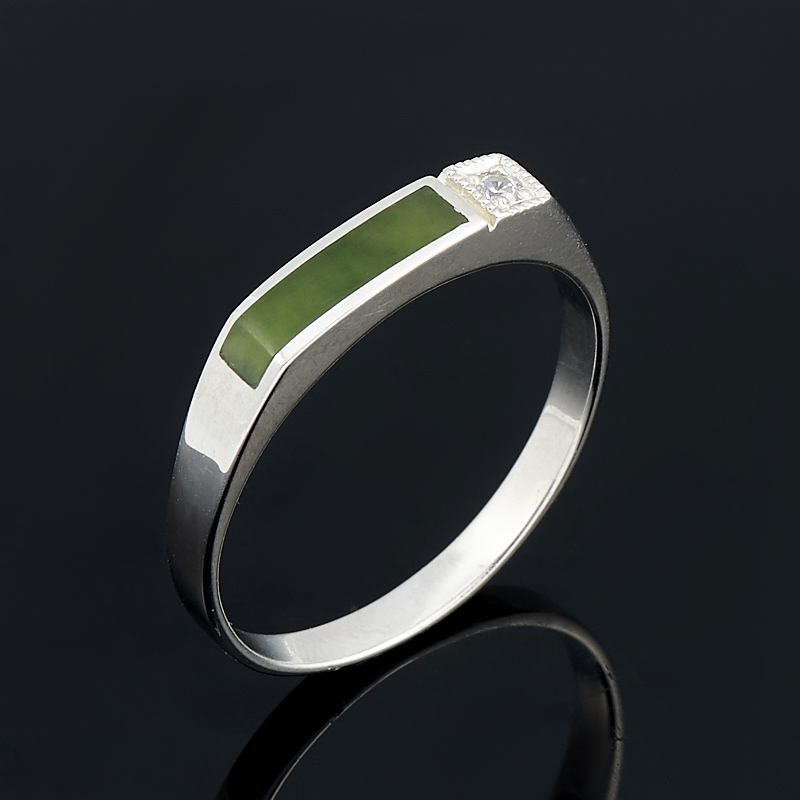 Кольцо нефрит зеленый Россия (серебро 925 пр.) размер 23