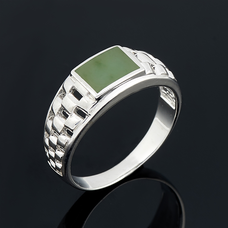 Кольцо нефрит зеленый Россия (серебро 925 пр.) размер 19,5
