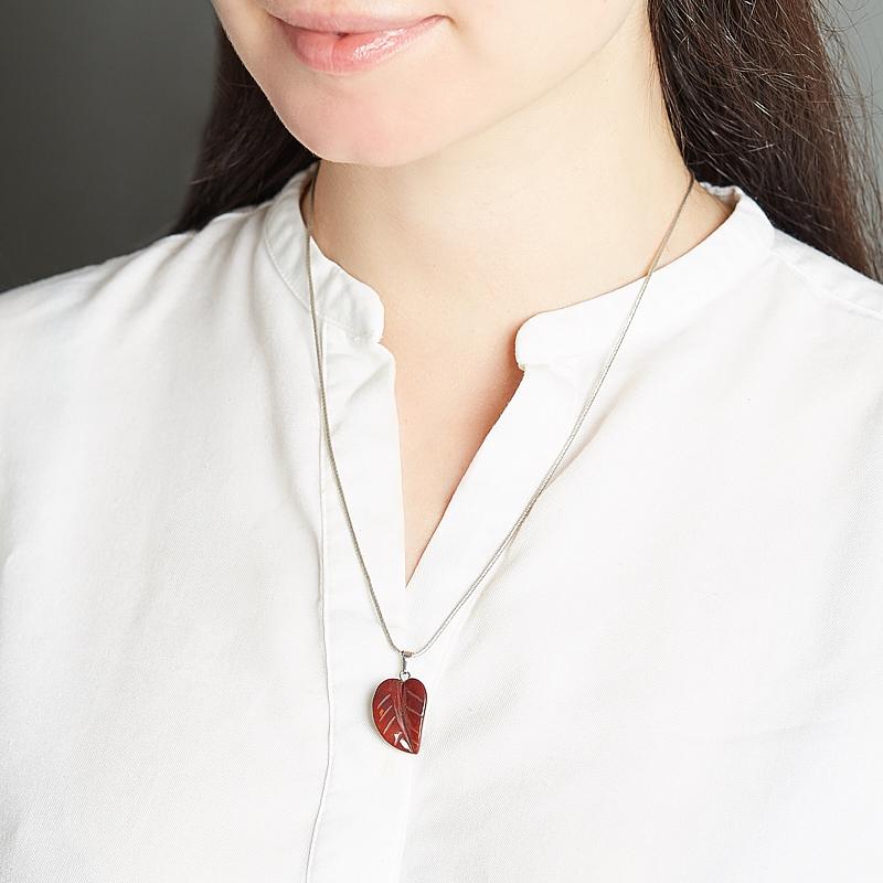 Кулон яшма красная ЮАР лист (биж. сплав) 3 см