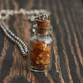 Кулон янтарь Россия бутылочка (биж. сплав) 3 см
