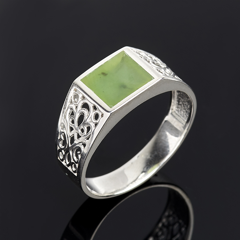 Кольцо нефрит зеленый Россия (серебро 925 пр.) размер 24